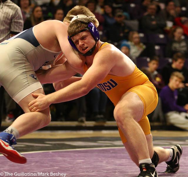 285: Triston Westerlund (UIU) wins 8-4 decision vs. Max Villnow (MSU)   13-6 UIU - 190117mke-0135