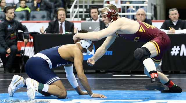 7th Place Match - Ethan Lizak (Minnesota) 32-7 won by decision over Roman Bravo-Young (Penn State) 25-7 (Dec 8-5) - 190323emk0036