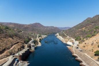 Het duurde vijf jaar om het meer te vullen, en in het deel na de dam kun je een beetje leuk raften wel vergeten.
