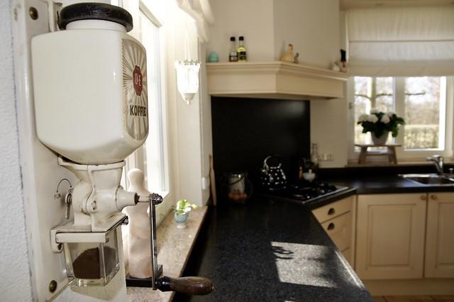 Koffiemolen zwart aanrechtblad keuken