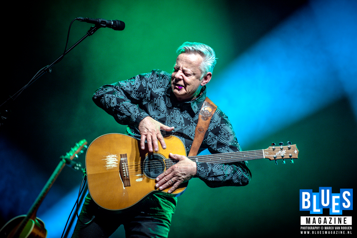 Tommy Emmanuel with special guest JD Simo