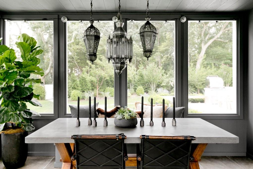 עיצוב הבית עם אלמנטים של ברזל ובטון
