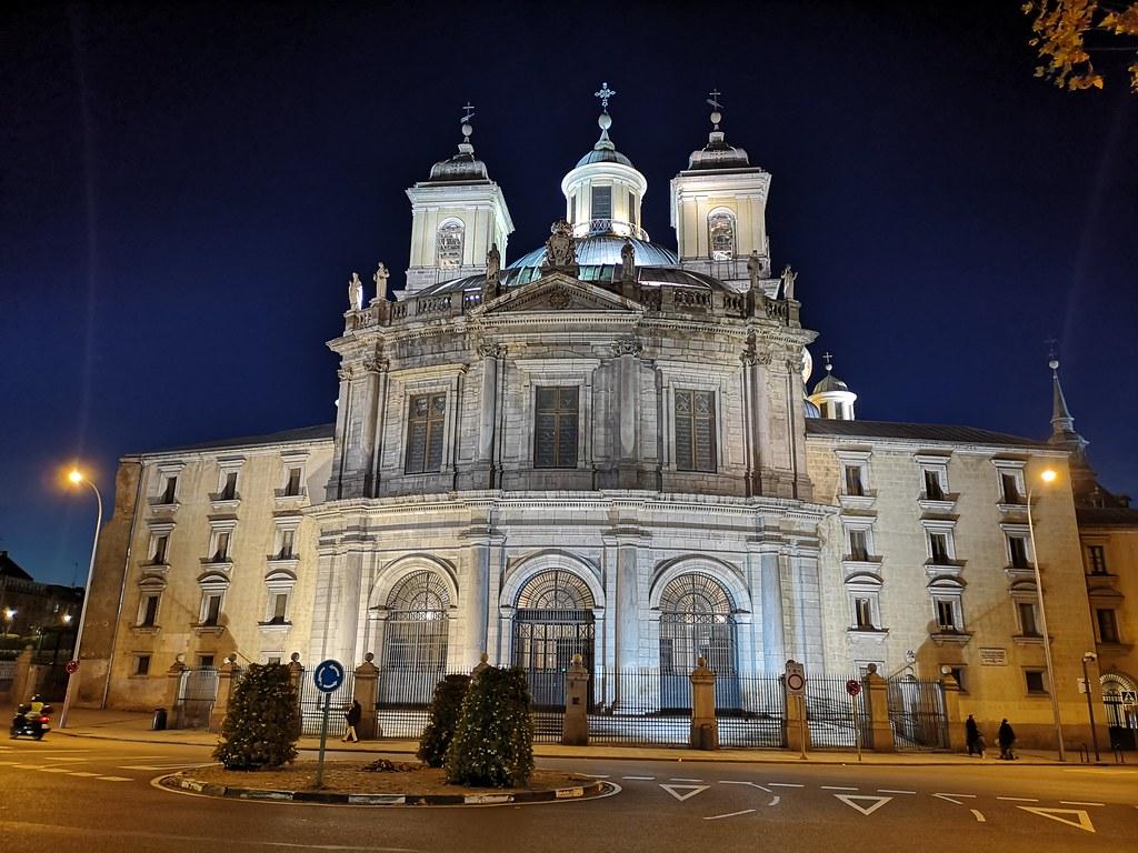 exterior de noche Real basílica de San Francisco el Grande Madrid 02