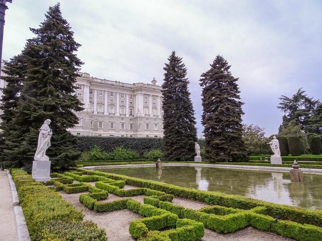 estanque Jardines de Sabatini y Palacio Real Madrid 01