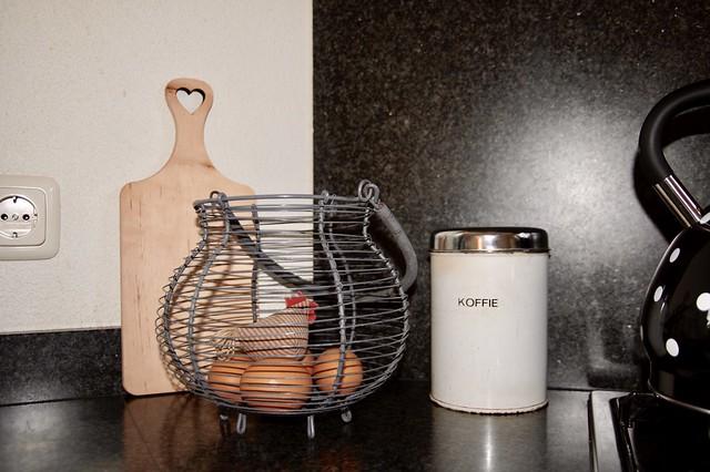 Eier draadmand koffiebus snijplank