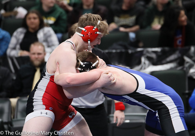 220AA Semifinal - Garsen Schorr (Kasson-Mantorville) 40-4 won by decision over Kaleb Haase (Redwood-River Valley) 35-5 (Dec 3-2). 190302AMC3517