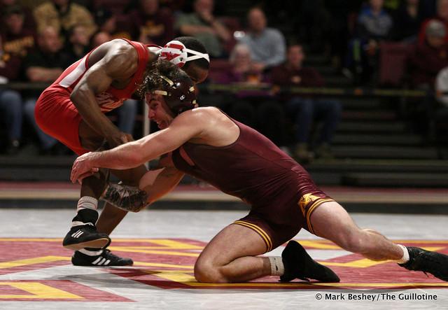 125: #6 Sean Russell (Minnesota) maj. dec. Elijah Oliver (Indiana) 13-2. 190217AMK0214