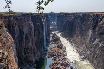 Daarvoor ga je eerst naar Livingstone eiland, van daar heb je het uitzicht in tegenovergestelde richting.