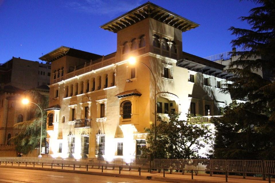 exterior de noche Palacio Marqueses de Bermejillo Plaza Ruben Dario Madrid 01