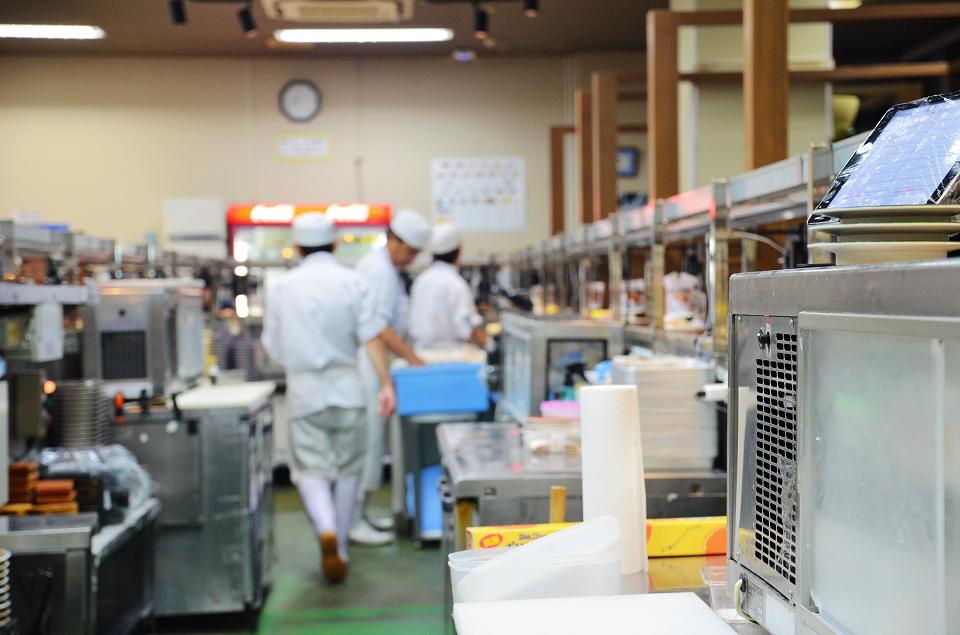 美國村迴轉壽司市場13.JPG