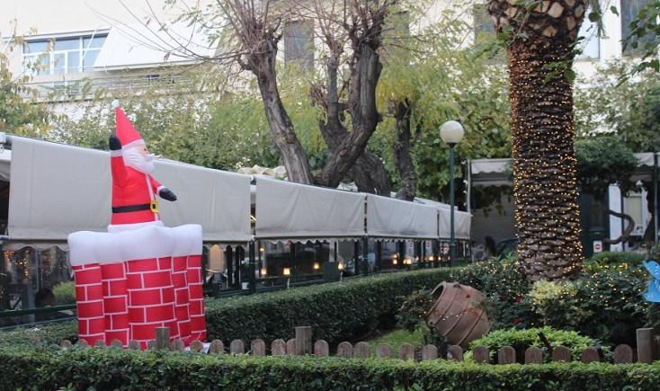 Santa says Hello, Athens, Grece