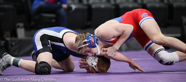 120AA Semifinal - Chase DeBlaere (Simley) 50-2 won by major decision over Robby Horsman (Kasson-Mantorville) 35-11 (MD 10-0). 190302AMC3158