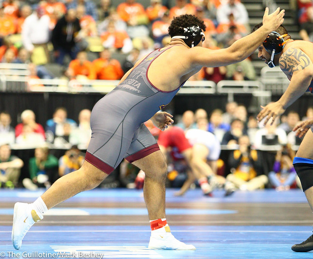 Quarterfinal - Gable Steveson (Minnesota) 33-1 won by major decision over Amar Dhesi (Oregon State) 12-2 (MD 11-1) - 190322cmk0160