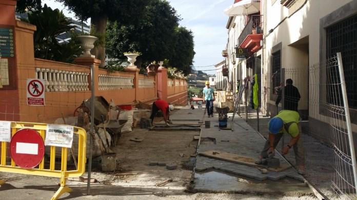 Las obras de embellecimiento y mejora de la calle Marqués del Muni y el entorno del Teatro Hespérides finalizarán en marzo