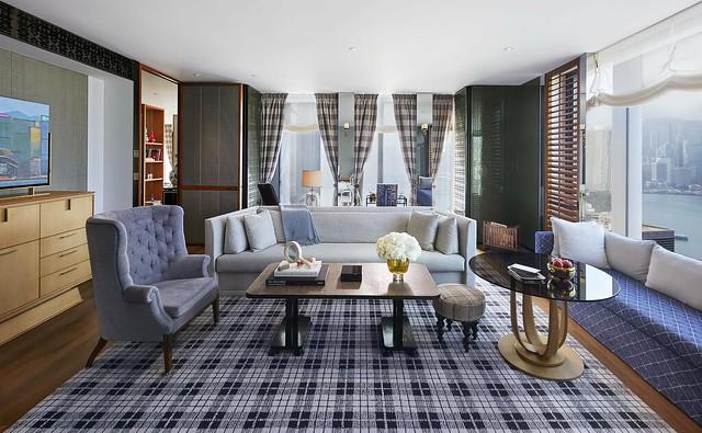 RWHKG_Grand Harbour View Corner Suite - Living Room