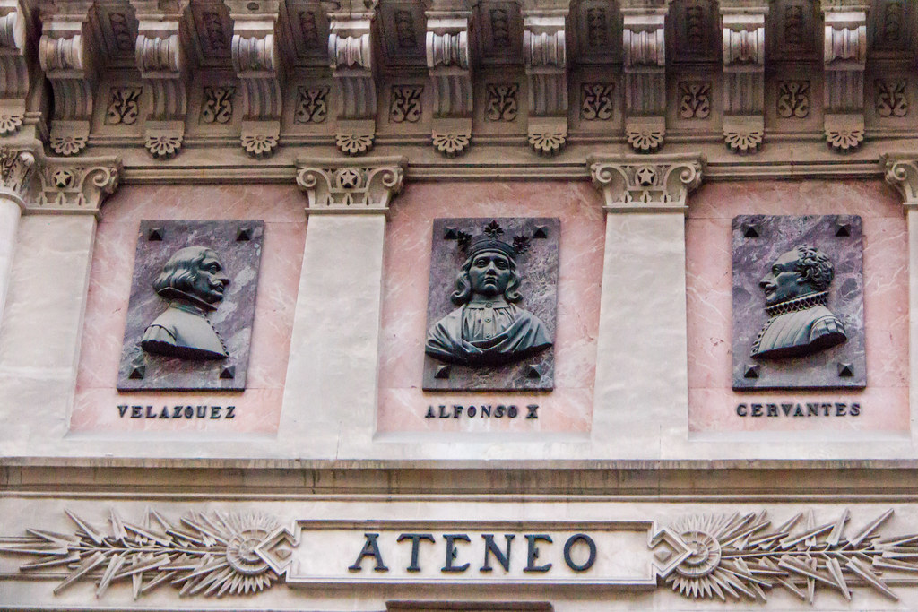 relieves edificio del Ateneo de Madrid calle del Prado