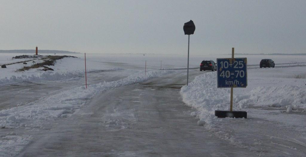 Haapsalu-Noarootsi jäätee / winter road in Estonia