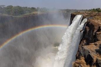 Weer een oudere naam voor de watervallen is 'Chongwe', dat betekent 'De plaats met de regenboog'.