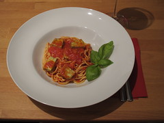 Spaghetti mit Tofu Basilikum in Tomatensoße