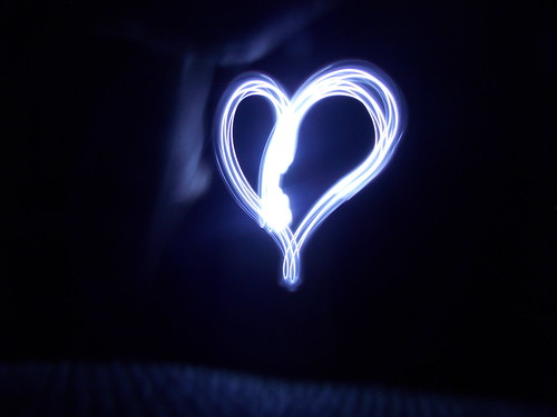Heart. (Nanie Monteiro) light painting nikon heart led l810
