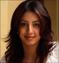 South Actress SANJJANAA Photos Set-11 (18)