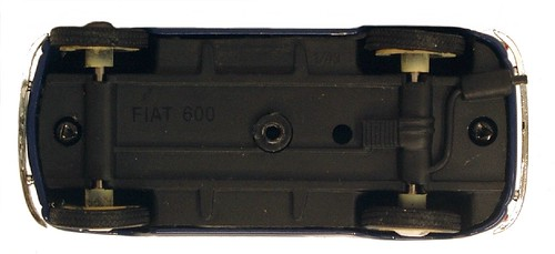 IXO Fiat 600 sotto