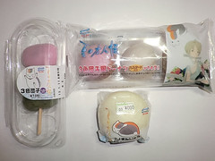 """Family Mart Sweets 1 • <a style=""""font-size:0.8em;"""" href=""""http://www.flickr.com/photos/66379360@N02/8385304219/"""" target=""""_blank"""">View on Flickr</a>"""