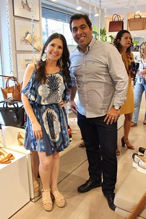 Alessandra e o representante da Schutz, Rogério