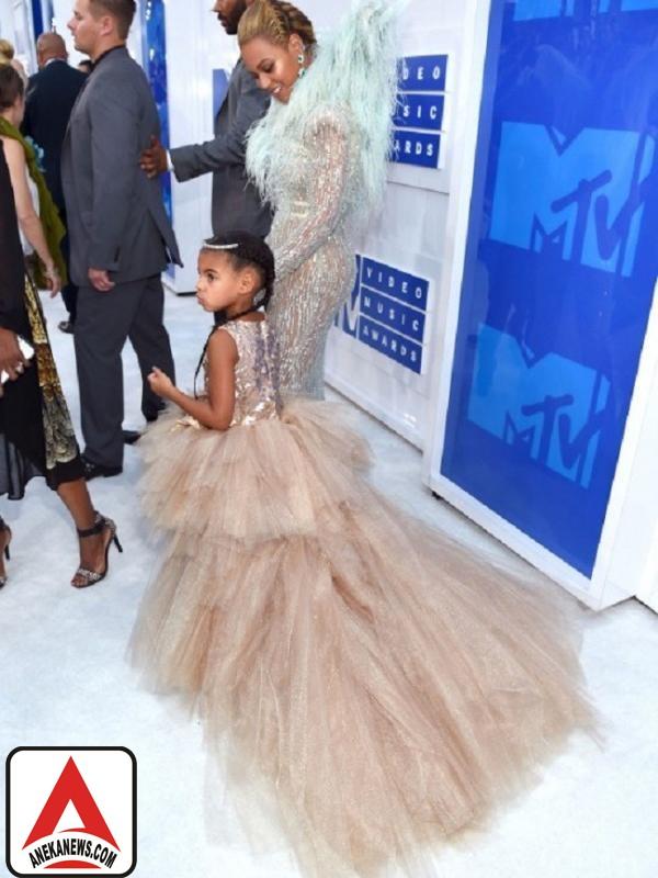 #Gosip Top :Hadir di VMA 2016, Putri Beyonce Kenakan Gaun Desainer Indonesia