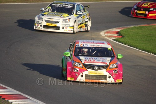 Mike Epps leads Hunter Abbott during the BTCC Brands Hatch Finale Weekend October 2016
