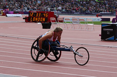 Hannah Cockroft wins T34 100m