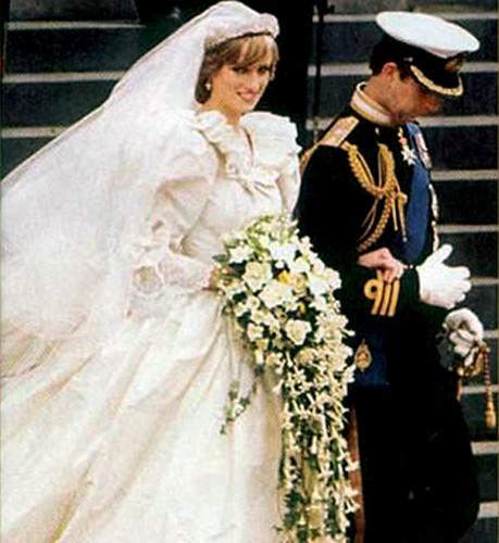 O espetacular vestido, diferente de tudo o que já se vira até então, e o buquet mais copiado do mundo