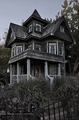 haunted house in illinois - HDR