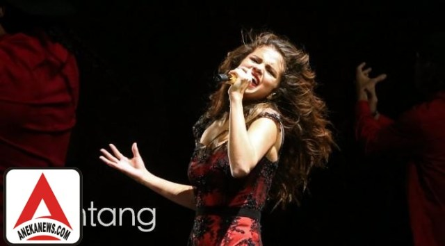 #Gosip Top :Idap Lupus, Selena Gomez Minta Dukungan Penggemar