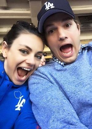 Ashton Kutcher revela que ele e Mila Kunis serão pais de um menino