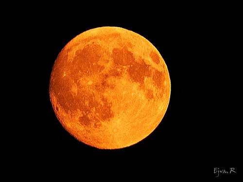 Semi-shade lunar eclipse Félárnyékos holdfogyatkozás estéjén