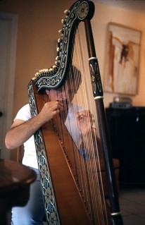 Jesus Rodriguez playing the Venezuelan harp: N...