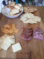 Cheese, sausage, fruit and crackers #nutthins #gf #glutenfree