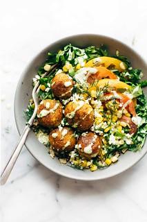 Batatas coradas formam um ótimo ingrediente nesta salada