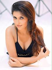 Bollywood Actress ANCHAL SINGH HOT and SEXY Photos Set-2 (4)