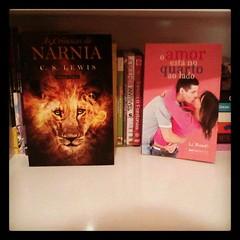 "Livro na prateleira da Natalia Fanti • <a style=""font-size:0.8em;"" href=""http://www.flickr.com/photos/75924583@N03/8334709519/"" target=""_blank"">View on Flickr</a>"