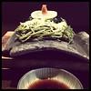 Photo:d design travel YAMAGUCHI 刊行記念イベント@ヒカリエで見た山口の郷土料理「瓦そば」食べに来た。この「たかせ」のが一番良いらしく、ただ本店のある川棚温泉は行くのが厳しい…門司港にも店舗あったけど県違うしそれじゃ気分盛り上がらない…とこちらへ。ほんとに瓦だ!カリカリの麺が美味しかったよ。 By