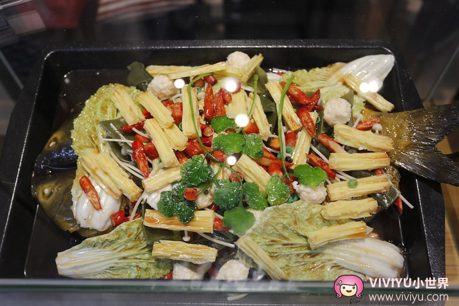 [台中.美食]城里城外 巫山烤魚~充滿川味的烤魚料理獨特的香料調味、蒜香麻辣的好滋味 @VIVIYU小世界