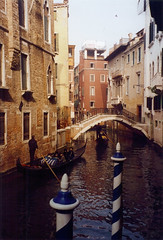 1998 05 20 Venice canal and gondolier