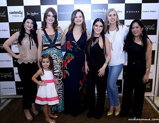 Amanda, Vanessa, com a filhota Laura, Érika, Nayane, Zilma e Joana