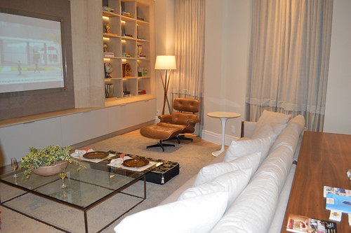 Ambiente de Cristina Araújo e Cássio Penna com móveis da Novo Stilo
