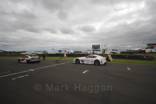 Mark Davies in pole position on the grid in the Ginetta GT4 Supercup at the BTCC Knockhill Weekend 2016