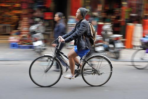 street city winter urban man bike bicycle 50mm cycling... (Photo: jeremyhughes on Flickr)