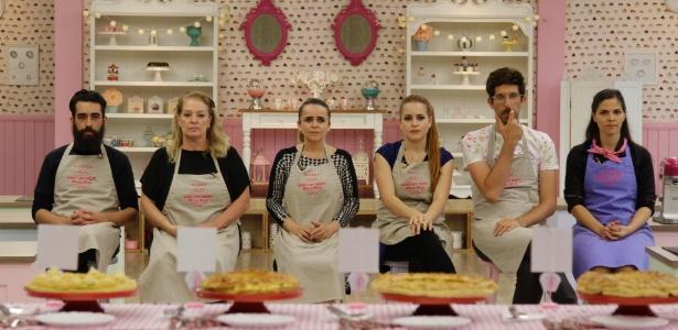 """Ticiana proíbe participantes do """"Bake Off"""" de se ajudarem e clima esquenta"""