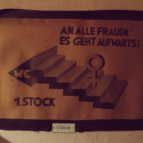 AN ALLE #FRAUEN ES GEHT AUFWÄRTS!  WC 1. STOCK  @ #Schlampazius #0711 #Stuttgart